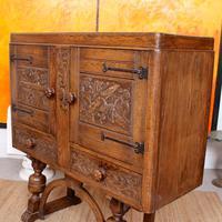 Carved Oak Sideboard Cupboard (7 of 13)