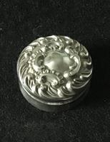 Late Victorian Silver Repousse Top Silver Pill Box (6 of 6)
