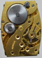 1943 9K Gold 'Tank' Wristwatch (4 of 5)