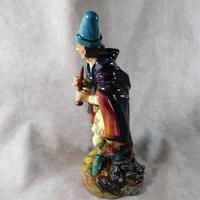 """Royal Doulton """"The Pied Piper"""" HN2102 Figurine (4 of 9)"""