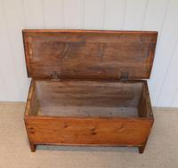 Small Proportioned Pine Coffer (5 of 10)