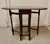 This is a Good Solid Oak Victorian Gateleg Table (6 of 7)