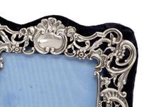 Small William Comyns Silver Photo or Picture Frame Decorated with Cherubs, Scrolls and Flowers (3 of 5)