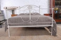 Pretty king size forged iron bed (5 of 7)