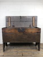 Early 18th Century Six Plank Oak Coffer (13 of 20)