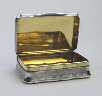 A Good Antique Solid Silver Engraved & Engine Turned Table Snuff Box C.1860 (8 of 11)