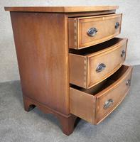 Small Mahogany Bow Front Chest In The Georgian Style / Bevan Funnell, Reprodux (6 of 8)