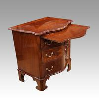 Edwardian Small Serpentine Chest (3 of 10)