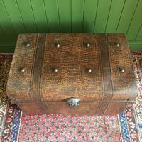ANTIQUE Victorian Steamer TRUNK Old Tin Travel TRUNK Coffee Table Shabby Chic Metal Storage Chest (5 of 12)