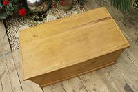 Lovely Restored Pine Blanket Box / Chest / Trunk / Coffee Table (4 of 8)