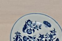 """18th Century Worcester Porcelain """"Three Flowers"""" Saucer c.1770-80 (2 of 4)"""
