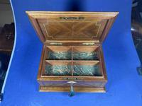 19th century French Walnut Inlaid Jewellery Box. (14 of 16)