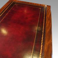Victorian 137cm Mahogany Pedestal Desk (6 of 10)