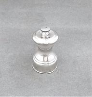 Handsome all silver pepper grinder (5 of 5)