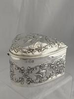 Large Victorian HEART Antique Silver Trinket / Jewellery Box 1898 W COMYNS (8 of 12)