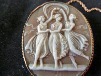 """Fine Quality Antique Victorian """"3 Graces"""" Shell Cameo Mounted in Yellow Metal. (2 of 4)"""