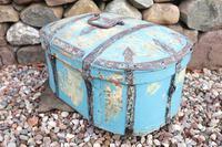 Scandinavian / Swedish 'Folk Art' Travel chest in blue paint and ironwork, 18th Century (7 of 37)