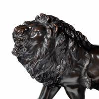 Meiji period bronze study of a lion and lioness by 'Genryusai Seiya' (8 of 8)