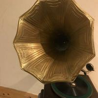 Vintage His Masters Voice Horned Gramophone (4 of 7)