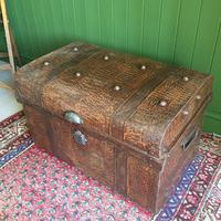 ANTIQUE Victorian Steamer TRUNK Old Tin Travel TRUNK Coffee Table Shabby Chic Metal Storage Chest (6 of 12)