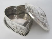 Charming Large Victorian Silver Heart Shaped Jewellery or Trinket Box (6 of 7)