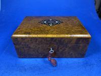 French 19th Century Burr Cedar Box. (5 of 14)