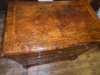 Early 18th English Walnut Chest of Drawers (3 of 8)