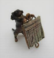 Austrian Cold Painted Bronze, Dachshund with Newspaper, early C20th (4 of 7)
