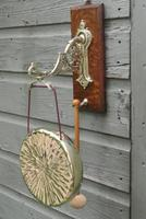 Good Victorian William Tonks Aesthetic Movement Brass Dinner Gong with Oak Back Board c.1885 (2 of 7)