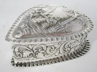 Charming Large Victorian Silver Heart Shaped Jewellery or Trinket Box (3 of 7)