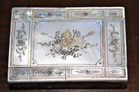 Fine quality mother-of-pearl box with a finely engraved cartouche gilded & silvered (2 of 5)