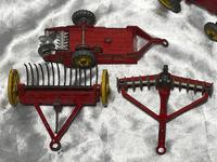 1950's Dinky Toys Massey Harris Red Tractor Plough Manure Spreader Disc Harrow (9 of 36)