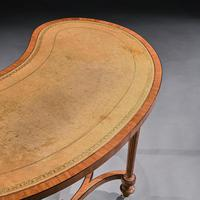Fine 19th Century Satinwood Kidney Shape Side Writing Table In The Manner Of Gillows (10 of 11)