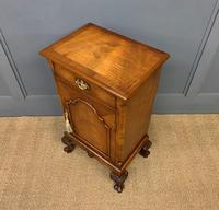 Queen Anne Style Burr Walnut Bedside Cupboard (10 of 10)