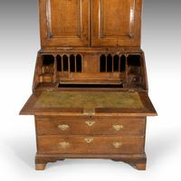 Extremely Well-drawn Mid 18th Century Oak Bureau Cabinet (4 of 5)