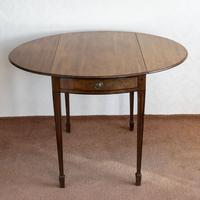 Late 18th Century Oval Pembroke Table of Elegant Size