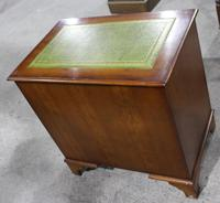 1960's Mahogany Knee Hole Desk with Green Leather Top (3 of 4)