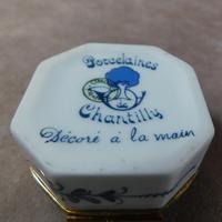 """Limoges """"Porcelaines de Chantilly"""" Porcelain  Box (6 of 6)"""