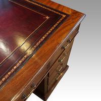 Victorian 137cm Mahogany Pedestal Desk (8 of 10)