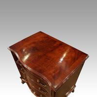 1930's Small Serpentine Chest (5 of 7)