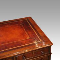 Victorian Mahogany Pedestal Desk (4 of 10)