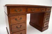 Antique Mahogany Leather  Top  Pedestal Desk (6 of 11)