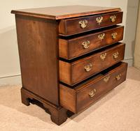 Attractive George III Mahogany Chest of Drawers (4 of 9)
