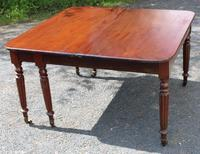 1830s Mahogany Pull-out Table with Two Leaves on Turned Legs with Castors (2 of 7)