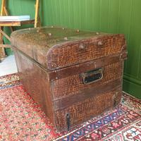 ANTIQUE Victorian Steamer TRUNK Old Tin Travel TRUNK Coffee Table Shabby Chic Metal Storage Chest (4 of 12)