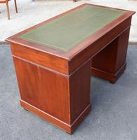 1920s Mahogany Pedestal Desk with Green Leather on Top (5 of 5)