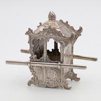 Victorian silver miniature sedan chair (2 of 4)