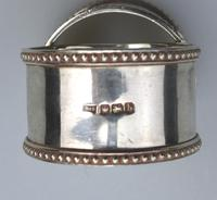Good Grade Solid Silver Pair of Napkin Rings by Walker & Hall c.1919 (6 of 6)