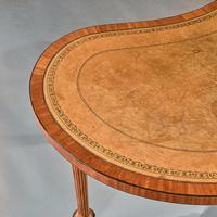 Fine 19th Century Satinwood Kidney Shape Side Writing Table In The Manner Of Gillows (11 of 11)