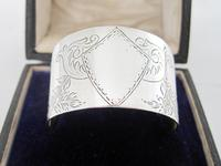 Boxed Victorian Silver Napkin Ring Engraved with Floral Festoons (2 of 5)